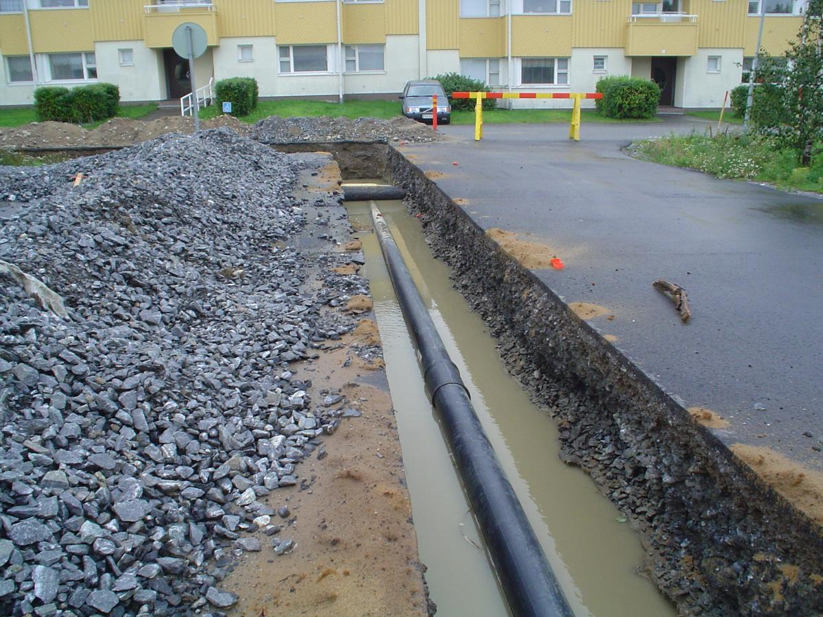 Fjärrvärmeröret nedanför nya torgparkeringen (2006)