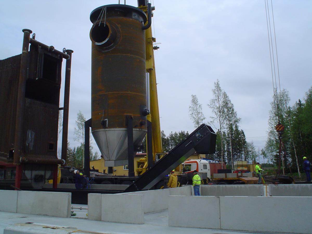 Bygget av värmecentralen 2007: Lyft av konvektordel